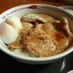 さばいしドライブイン - 生姜焼き丼には温泉卵が