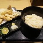 48845151 - 鶏と半熟玉子天うどん 舞茸と茄子の天ぷら追加