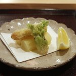 霞町かしわ割烹 しろう - ホワイトアスパラとたらの芽の天ぷら