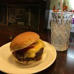48846069 - 「ほそやのジャンボハンバーガー・チーズ」&「グレープフルーツソーダ」