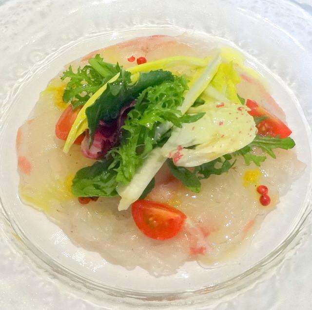 Ostu - 桜のランチコース3,800円、真鯛のカルパッチョサラダ仕立て