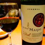 月島 在市 - 赤ワインその1 タレで味わうお肉には赤でしょ!