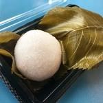 緑菴 - 桜餅(葉を剥がしてみました)