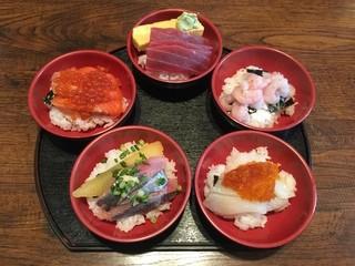 ファミリーすしガーデンハウス - 5色丼チラシ、1900円です。