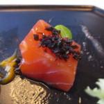 アリス ダイニング - 鮭に見えてもトラウトながら、スモークサーモンの厚切り感覚はトラウトの臭い無く美味