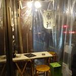 秋葉原漁港 快海 - 昭和通りに面してビニールで覆われた席