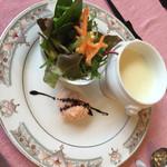 レストラン ママノエル - スープ、サラダ、サーモンのムース