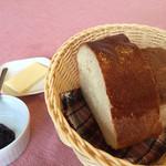 レストラン ママノエル - モチモチパン