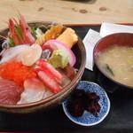 48860300 - 海鮮丼 950円