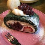 CAFE OPAL - よもぎのロールケーキです。