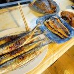 大阪屋食堂 - お魚を選びます