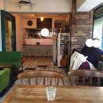 カフェ モアラ - オシャレな店内です