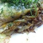 広島お好み焼き・鉄板焼き しょうちゃん - ・肉玉そば(塩) はしっこ
