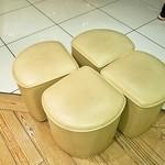 48873952 - 椅子が「よつ葉」の形