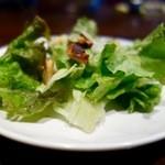 サイトウ洋食店 - 今週のランチ・オムライス(900円):一番最初に出てくるサラダ。