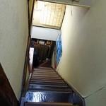 二代目沖縄居食家屋いち - 2Fへは急な階段を上ります。