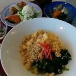 クイーン・アリス - 料理写真:「菜の花ランチ」食後に珈琲とケーキが付いて1150円でした。