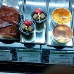 フランス菓子 スリジェ - 生菓子のショーケース