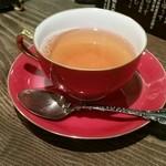 珈琲倶楽部 欅 - 紅茶。娘が選んだカップも大倉陶園のものでした。