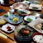 梅鶯荘 - 元祖長寿食再現の宿「梅鶯荘」の自然食ランチ! 圧巻です!