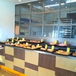 48894536 - おかずパンが色々とキュートに並んでます。