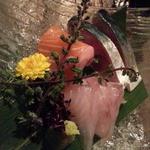 日本酒バル Funky原田2 波平ESSENCE - お通し490円はほうぼう、サーモン、シメサバが氷の乗ったお皿で三点盛り!
