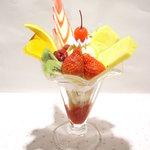 グリーンパーラー ベルベール - 料理写真:パフェ食べたいな♪って思ったらこれ↑フルーツパフェ!!