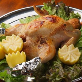 """山梨の地鶏""""信玄鶏""""と、焼津直送の魚介を楽しめるお店。"""