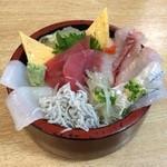 久慈浜 みなと寿し - 海鮮地魚丼 アップ