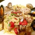 トラットリア・バール・ジョルノ - Linguine ai frutti di mare 貝類のコハク酸とトマトのアミノ酸が溶け合ったナポリの王道パスタ