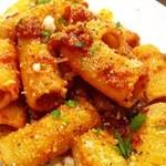 トラットリア・バール・ジョルノ - Rigatoni con ragu genovese napoletana 極上の豚肉と野菜、赤ワインの旨味を凝縮させた名物パスタです。