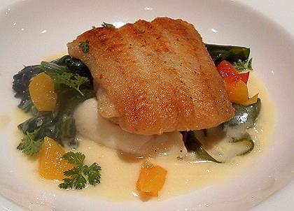ル・コションドール・キタノ - 魚料理:泉州産ひらめのソテー 若布・ジャガイモ・春野菜添え