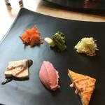 48906634 - 前菜6点盛り(^∇^)左上から時計回りで…キャロットラペ、ブロッコリーのチーズがけ黒胡椒風味、クラウトザラート、ベーコンのケークサレ、ビーツのポテトサラダ、鶏肉のパテ(^∇^)