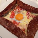 48909484 - 卵とチーズハーブトマトのガレット
