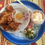 クルア サモーン - 鶏唐揚げ、もち米タイ米ランチ、890円です。