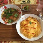 クルア サモーン - 鶏のトムヤムスープ、1099円です。