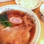 孝華 - ラーメン550円+半ライス150円