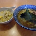 倉一廊 - 「鶏ガラと香味野菜の中華そば」550円也+「半チャーハン」300円也。