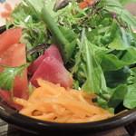 土鍋ごはんと和酒の店 おてだま - ランチのサラダ