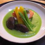 京都岡崎 いく田 - オマール海老、アスパラ、椎茸、薄い豆のすりながし