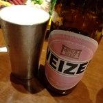 大阪産(もん)料理 空 - 箕面ビールは錫のグラスで飲ませてくれます。
