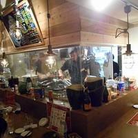 肉バル×チーズバル カーネヴォー-店内