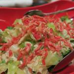 博多魚がし 海の路 - サクラ海老が綺麗なサラダ