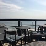 アマルフィイ カフェ - 2階 目の前が、海のテラス席