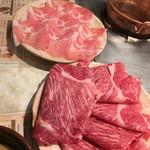 しゃぶ亭 - 追加で豚 シングル 885円、牛 シングル 1490円