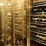 リストランテ ティ ヴォリオ ベーネ - ワインはイタリアだけでなくコストパフォーマンスのよいブルゴーニュ、シャンパーニュが揃う