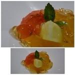 48930342 - ◆季節のフルーツのジュレ・・グレープフルーツ2種、イチゴ半分、パイナップルが盛られています。                       このジュレが甘さ控えめで美味しいですね。