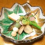 花万 - 料理写真:飯蛸桜煮、菱餅真薯、三色団子、稚鮎甘露煮、菜種辛子和え、桜餅、花弁百合根