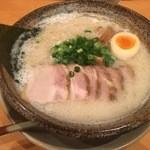 越後秘蔵麺 無尽蔵 - 豚骨塩ラーメン チャーシュートッピング
