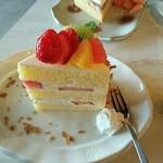 48936395 - イチゴのショートケーキ